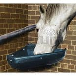 Mangeoire plastique pour chevaux d'angle avec bordure de protection